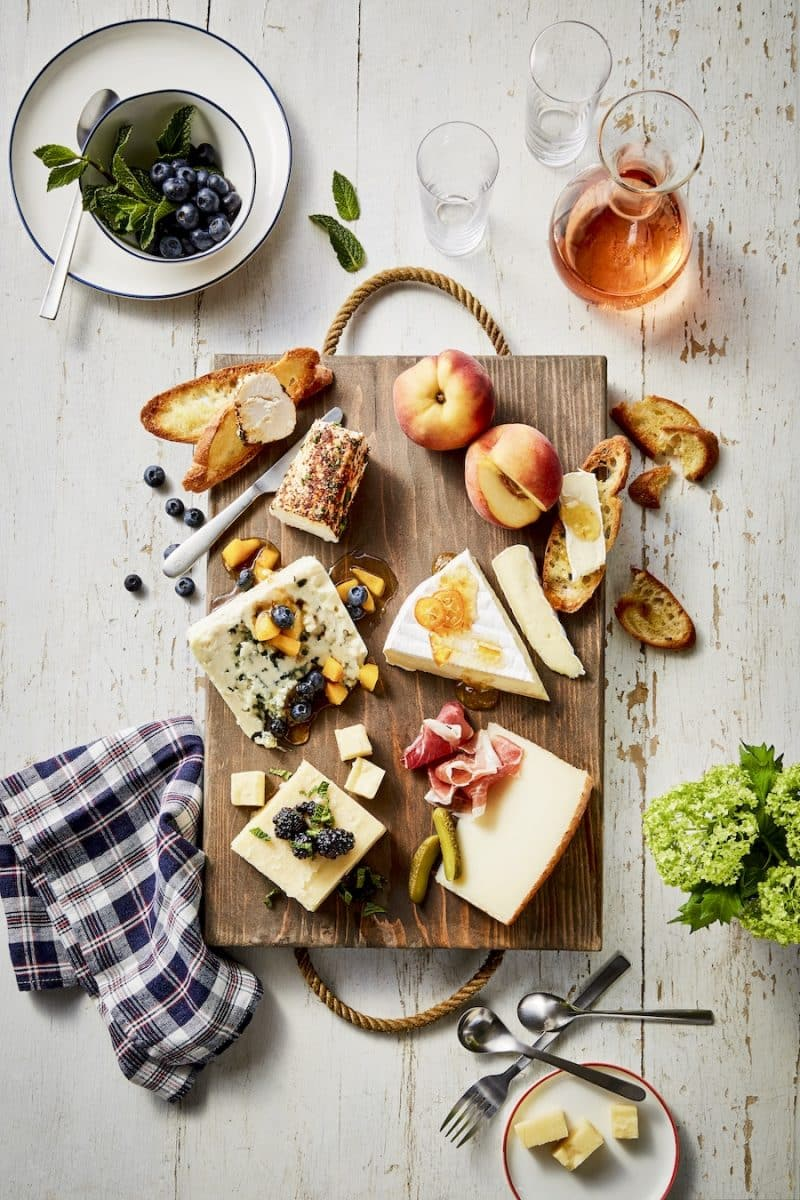 When the weather gets warmer nothing outshines a cheese plate featuring world-class cheeses and garden-fresh accompaniments. & Summer Cheese Plate | Président Cheese